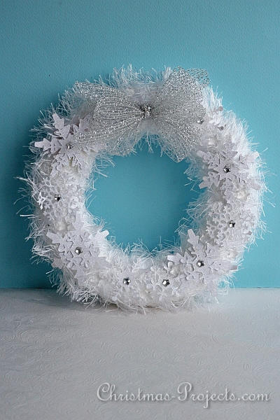 Fuzzy Chrismas Snowflakes Wreath